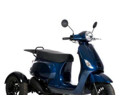 blauwe scootmobiel
